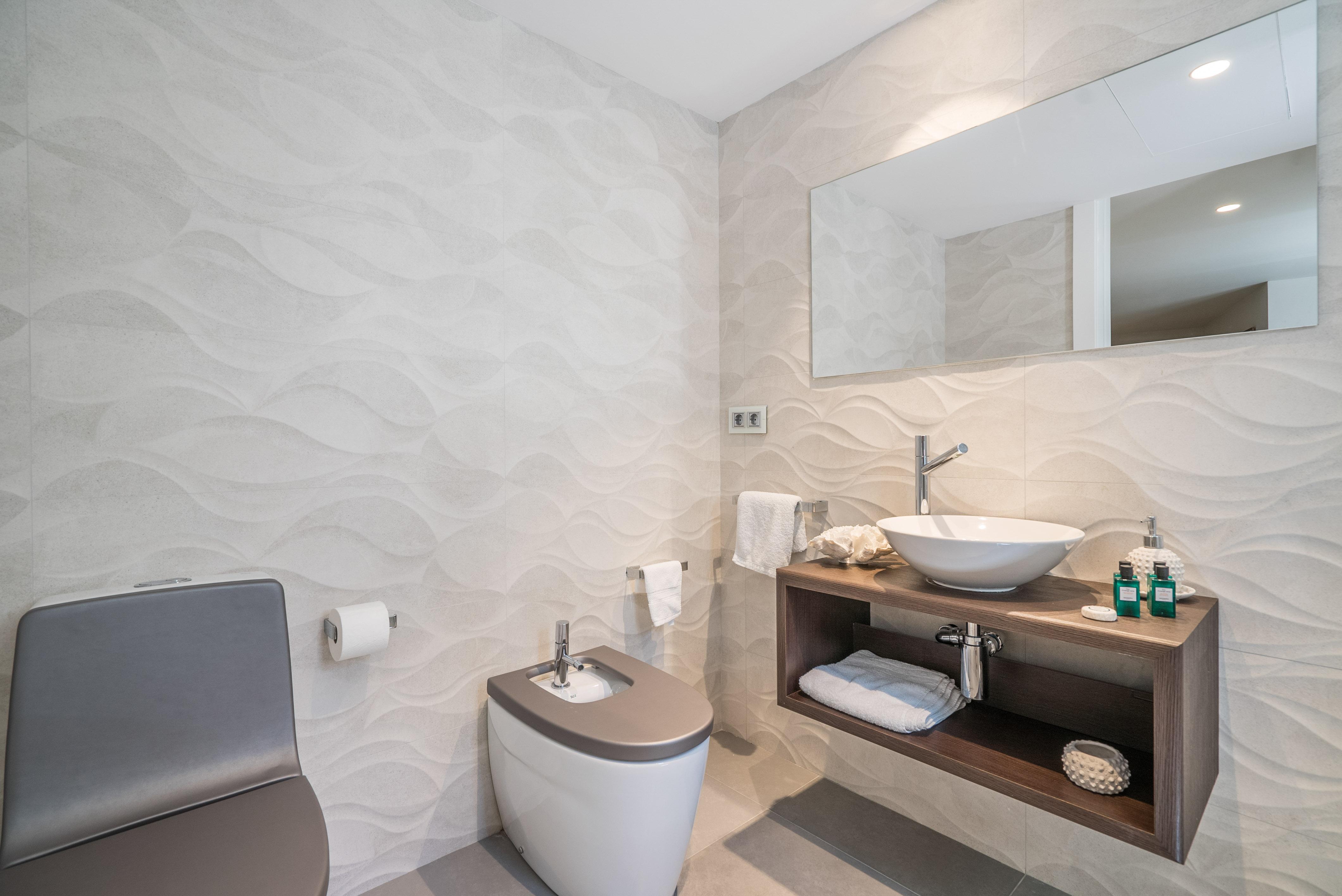 VILLA VALERIA - Ivory Suite Bathroom (1)