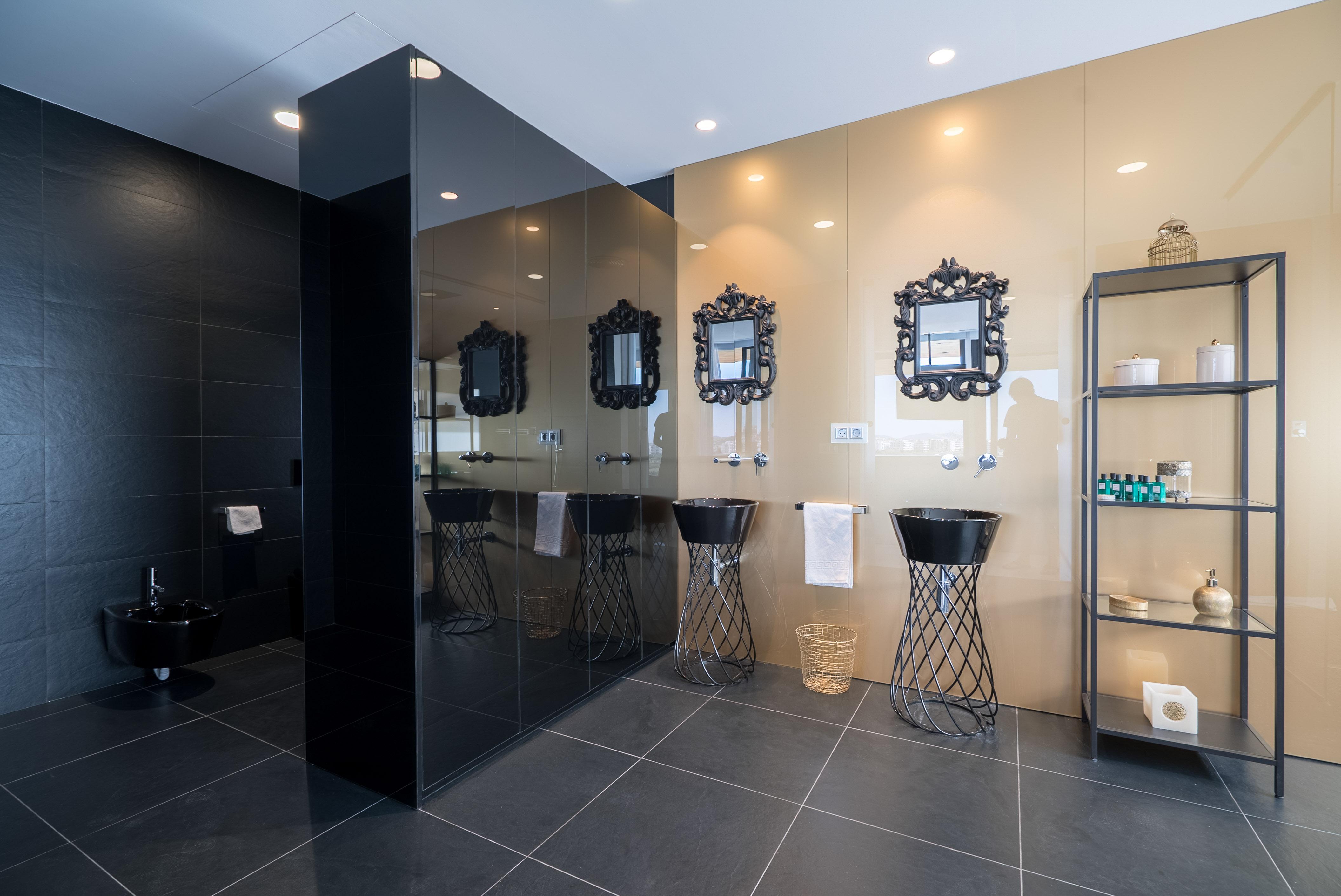 VILLA VALERIA - Master Suite Bathroom