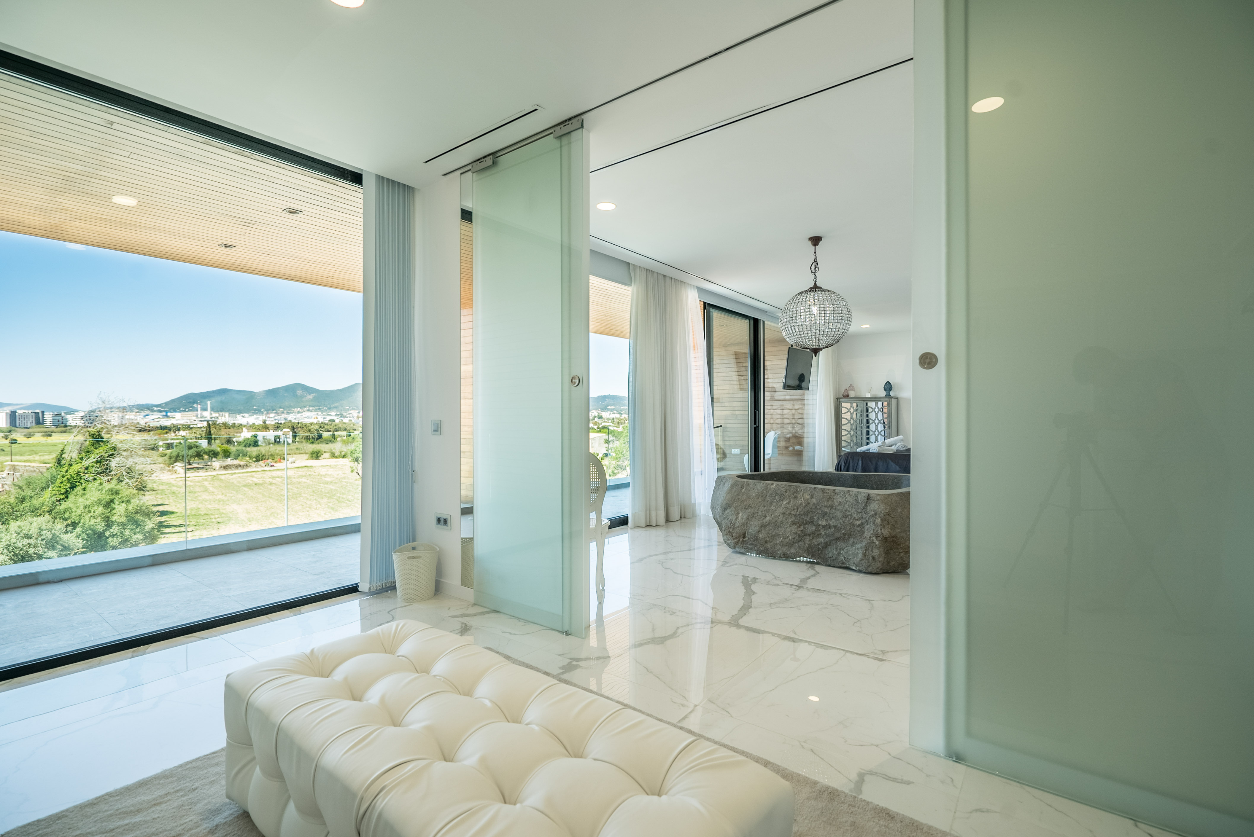 VILLA VALERIA - Master Suite Walk in Wardrobe