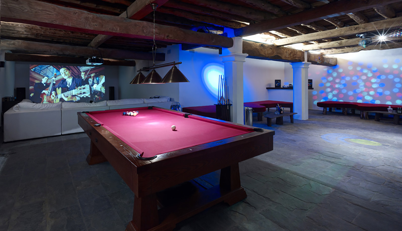 The-Lizard-Lounge,-Games-Room,-and-cinema