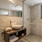 VILLA VALERIA - Ivory Suite Bathroom